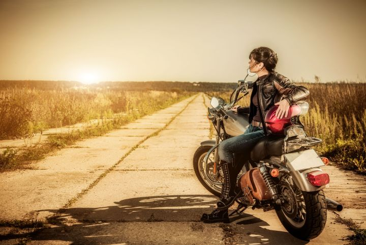 nastroeniya-devushka-motocikl