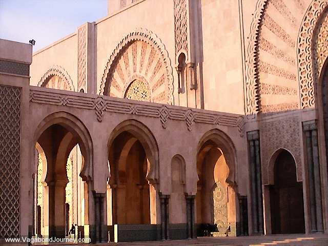 https://i1.wp.com/www.vagabondjourney.com/2008-1/08-1733-moroccan-mosque-architecture.jpg