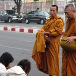 10-4228-buddhist-monks-safron-robes-thailand