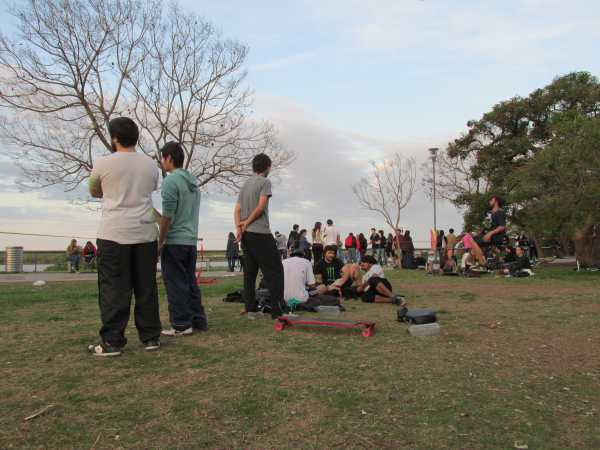 Sharing-Mate-In-The-Park-Rosario
