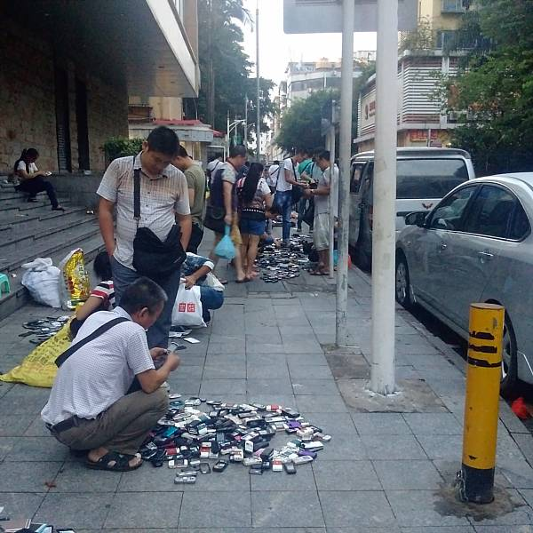 Shenzhen broken cellphone market
