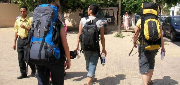 backpackers-traveling-morocco