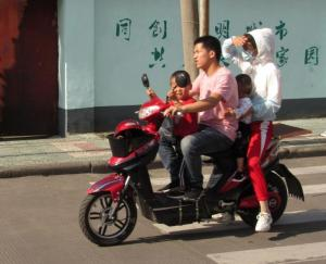 Chinese family on ebike