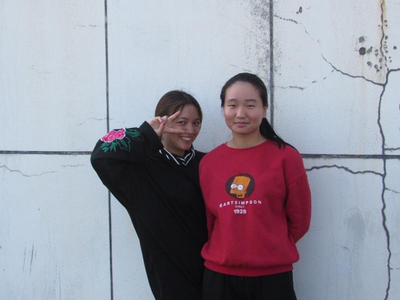 Chinese girls v sign