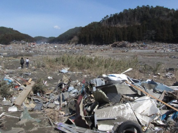 Japan tsunami destroys city