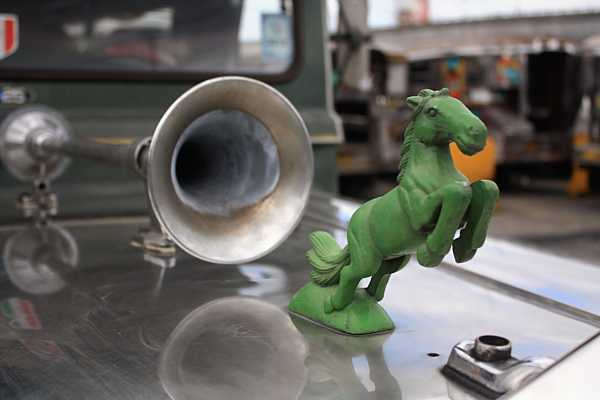 jeepney-philippines-hood-ornament_DCE