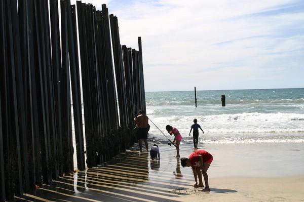 US/Mexico border fence -- seems pretty secure