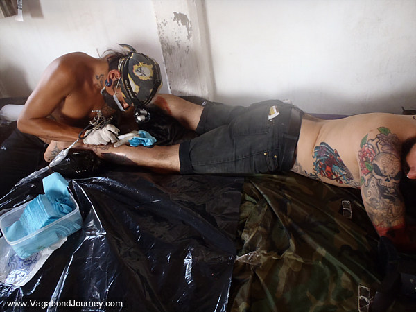 Wade being tattooed by Nao