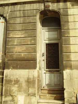 Door to Bordeaux