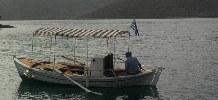 sailing in the gulf of volos