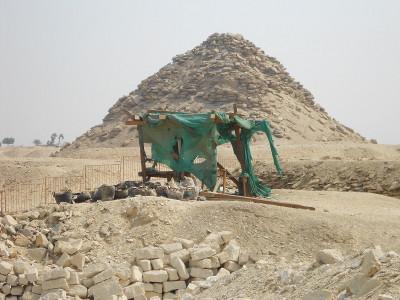 saqqara pyramid at giza