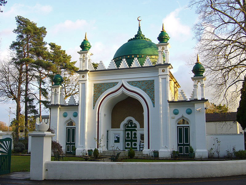 Shah Jahan Mosque, Woking - the UK's first purpose built mosque - By RHaworth (Own work) [GFDL (http://www.gnu.org/copyleft/fdl.html) or CC-BY-SA-3.0 (http://creativecommons.org/licenses/by-sa/3.0/)], via Wikimedia Commons