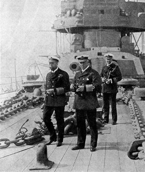 George V and Admiral Callaghan onboard HMS Iron Duke By Photographer unknown, main editor of the volume: Major General C.O. Nordensvan. [Public domain or Public domain], via Wikimedia Commons