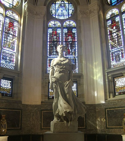 Statue in the Peace Palace with stained glass donated by France and England PetrusSilesius at the German language Wikipedia [GFDL (http://www.gnu.org/copyleft/fdl.html) or CC-BY-SA-3.0 (http://creativecommons.org/licenses/by-sa/3.0/)], via Wikimedia Commons