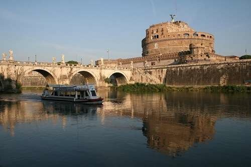 The Tiber, the bridge and the Castel Sant'Angelo in Rome, Italy by Jean-Pol GRANDMONT (Own work) [CC-BY-SA-3.0 (http://creativecommons.org/licenses/by-sa/3.0) or GFDL (http://www.gnu.org/copyleft/fdl.html)], via Wikimedia Commons