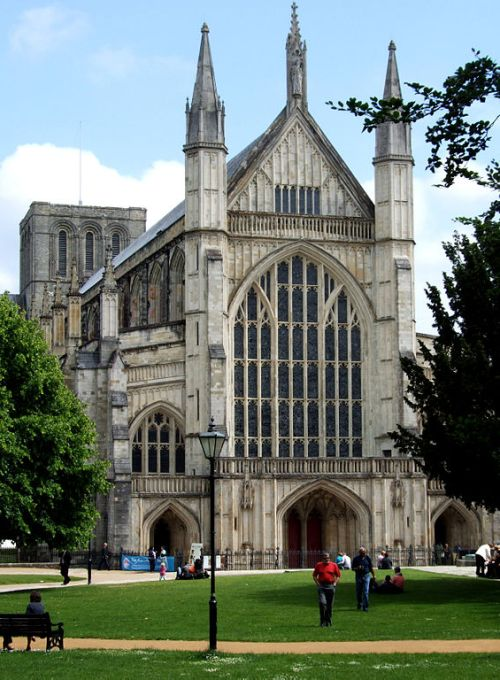 Winchester Cathedral West Front By Alan Stewart (Own work) [CC-BY-SA-3.0 (http://creativecommons.org/licenses/by-sa/3.0)], via Wikimedia Commons