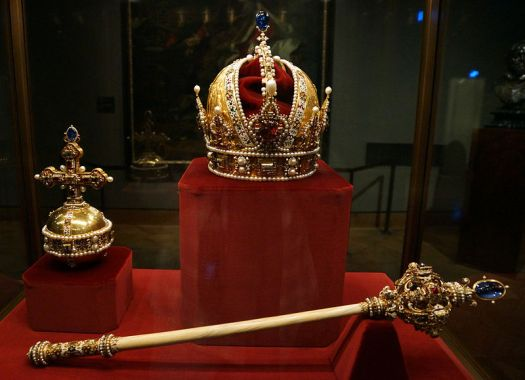 Imperial Crown, Orb and Sceptre of the House of Austria By Bede735c (Own work) [CC BY-SA 3.0 (http://creativecommons.org/licenses/by-sa/3.0)], via Wikimedia Commons