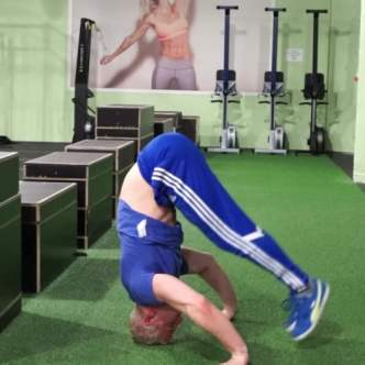 Headstand leg raise
