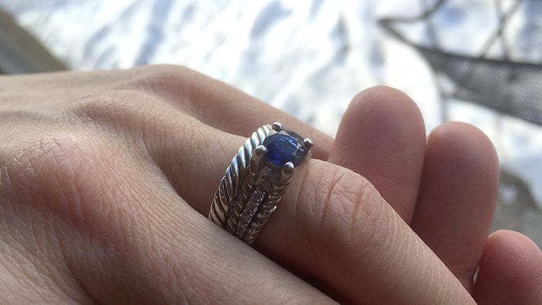 Karats-Ring-hand