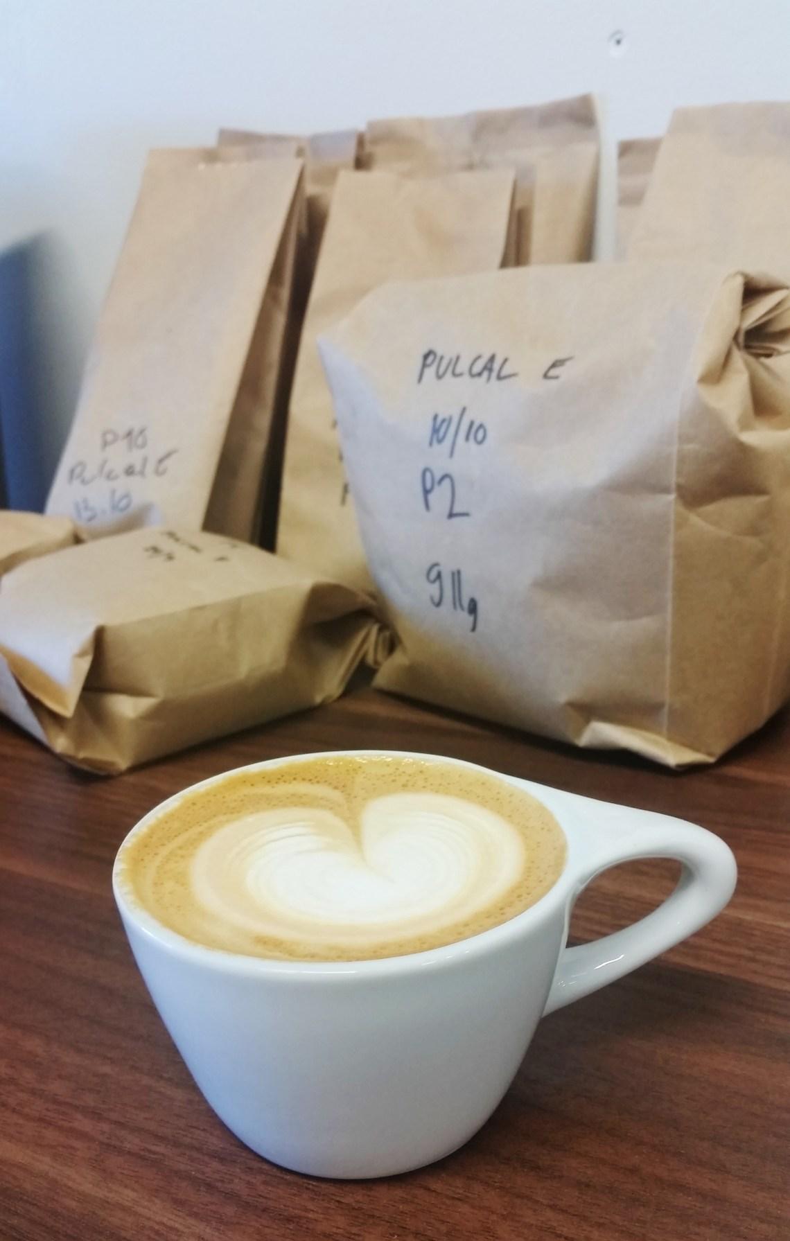 Vastapaahdettu Good Life Coffeen oma cappucino, mmmm...
