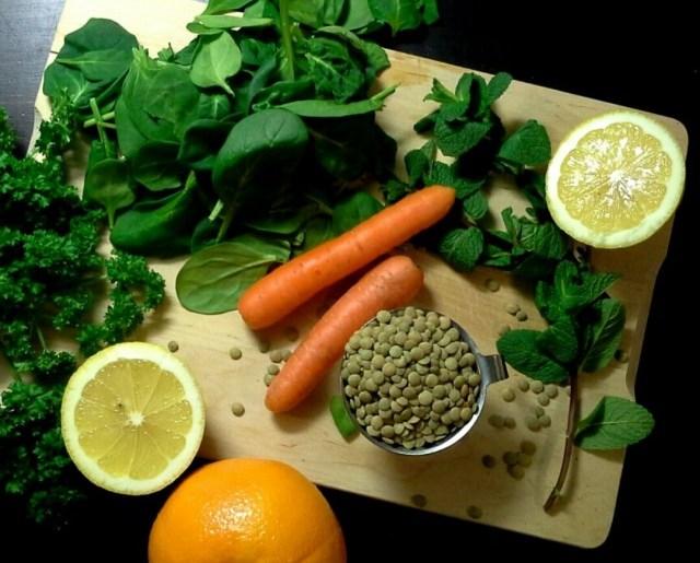 Sitruunainen pinaatti-linssikeitto