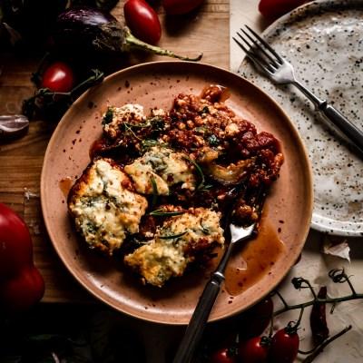 Munakoisovuoka & tomaattikastike uunissa yhden vuoan taktiikalla