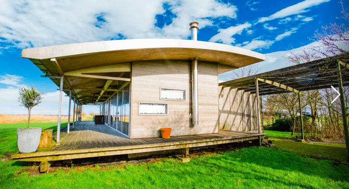 Vrijstaande watervilla in Friesland aan het water met sauna 01