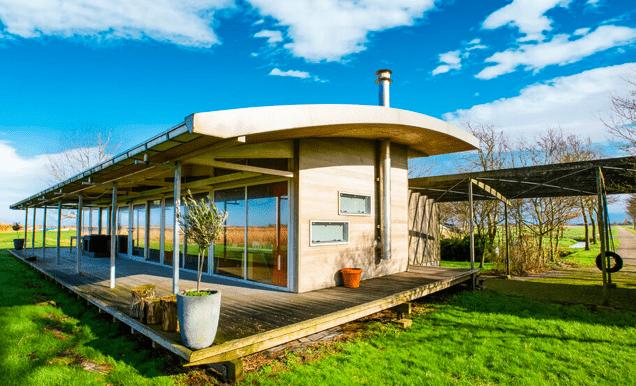 Vrijstaande watervilla in Friesland aan het water met sauna 02