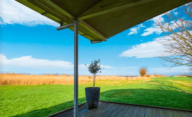 Vrijstaande watervilla in Friesland aan het water met sauna 03