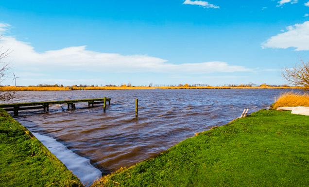 Vrijstaande watervilla in Friesland aan het water met sauna 26