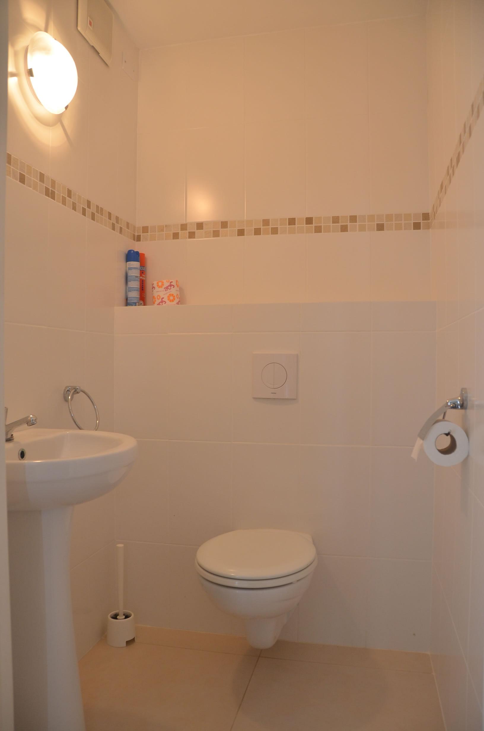 ruim toilet van vakantie appartement Kas Bon Bida