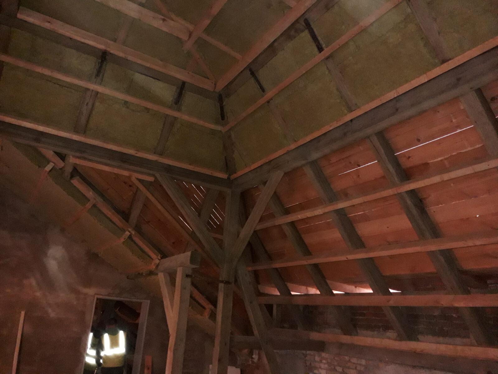 ZŠ Chrastava - Zateplení krovu