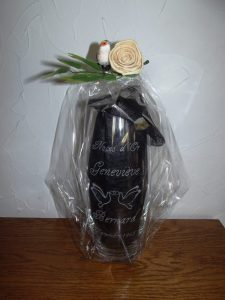 vase-en-verre-gravure-colombe-noce-or-50-mariage-orchies-tournai