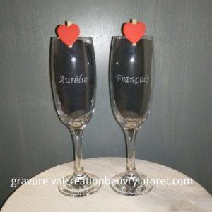 gravure-flute-verre-prénom-pince-coeur