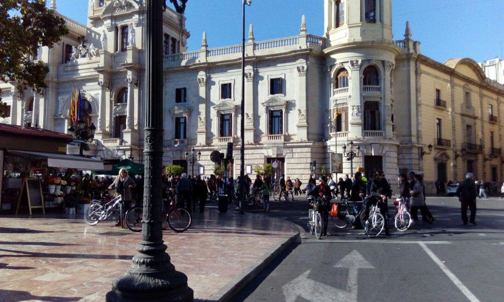 La plaza del Ayuntamiento de Valencia se cierra al tráfico por Navidad