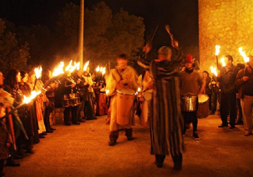 """Castielfabib celebra hoy viernes, por primera vez, la mágica """"Noche de las Hachas"""""""
