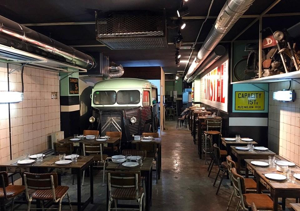 Llega a Valencia el primer restaurante de España inspirado en un taller de los años 70
