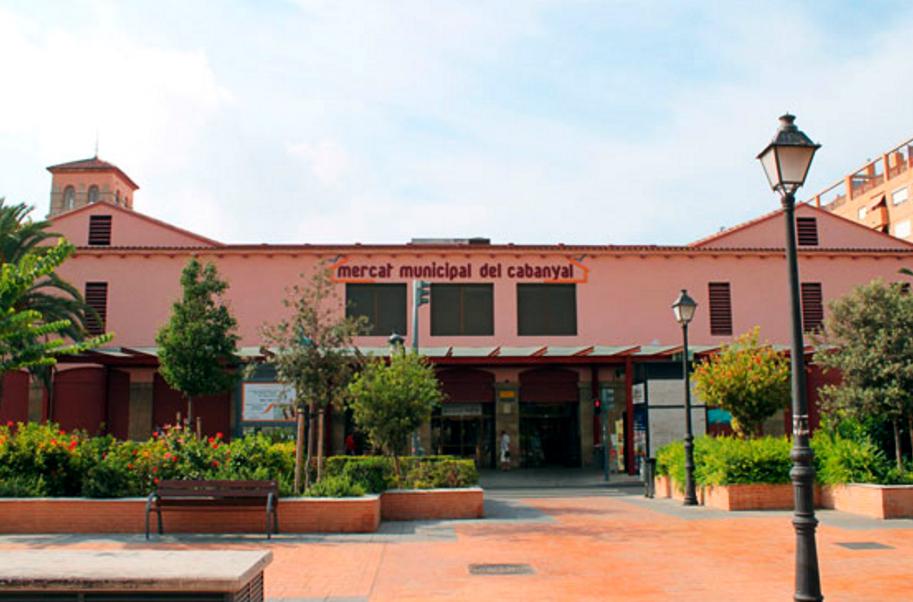 El Mercado del Cabayal celebra su 60 aniversario con 4.000 raciones de clóchina valenciana