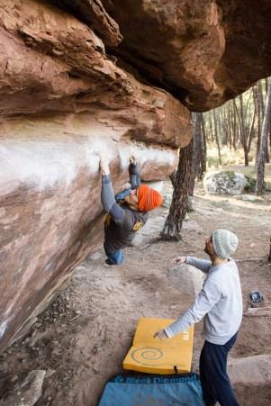 Piotr haciendo búlder en Albarracín.