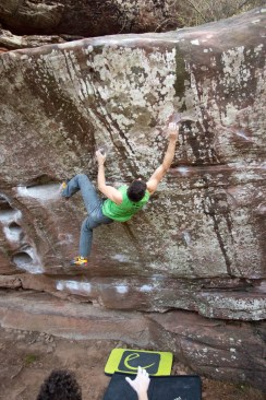 Jon bouldering in Albarracín.