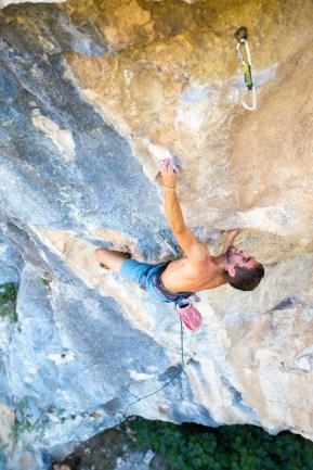 Florian climbing Riesgo Martínez (8a+) in Buñol.
