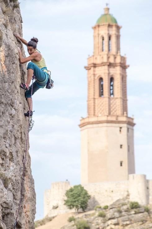 Bizaes escalando en Jerica.