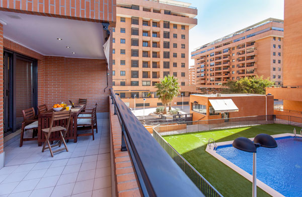 appartement moderne louer avec piscine et garage pr s de la plage valencia flat rental. Black Bedroom Furniture Sets. Home Design Ideas