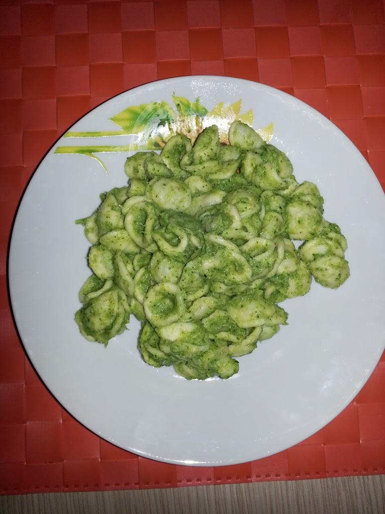 Tradizione a modo mio…orecchiette con crema di broccoli e acciughe