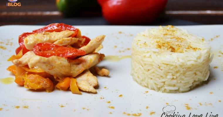 Pollo con peperoni e riso Basmati al curry