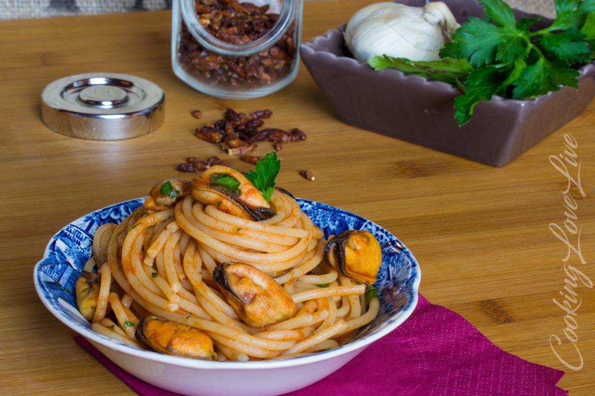 Spaghetti con le cozze al pomodoro