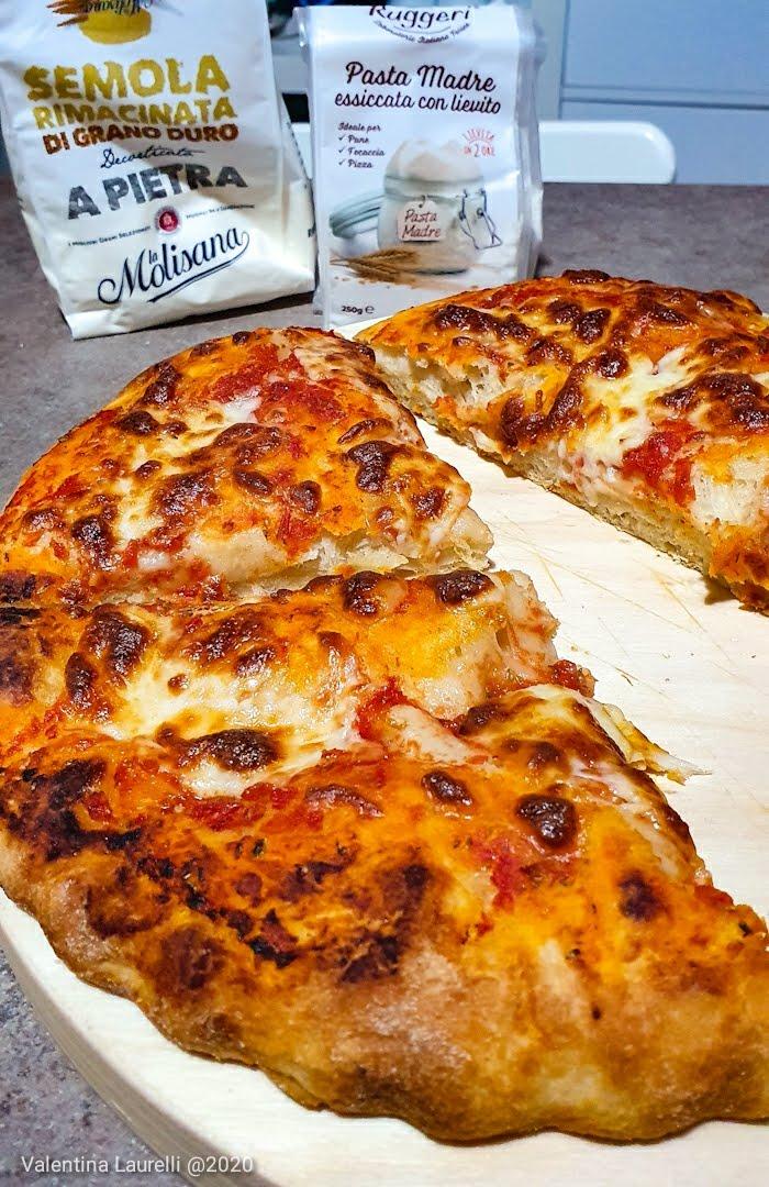 Pizza con pasta madre essiccata