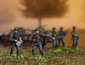 german_officers___infantry_with_half-track