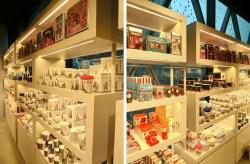Agencement sur-mesure d'une boutique pour cadeaux - Conception, fabrication et installation VALIN