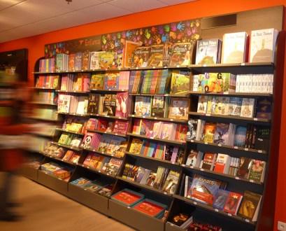 Amenagement d'une enseigne de librairie - Conception et fabrication VALIN - enfant